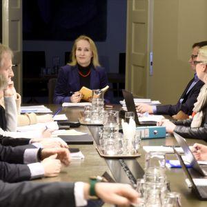 Riksförlikningsman Minna Helle förhandlar med finansbranschens parter.