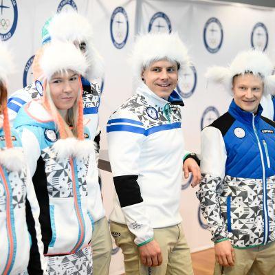 Vantaa. 100 päivää olympialaisiin tilaisuus Helsinki-Vantaan lentoasemalla. Kuvassa Minttu Tuominen, Julia Kykkänen, Ristomatti Hakola, Matti Suur-Hamari, Peetu Piiroinen, Joona Kangas.