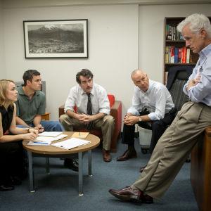 Rachel McAdams, Mark Ruffalo, Brian d'Arcy James och John Slattery spelar journalister som samlats till möte