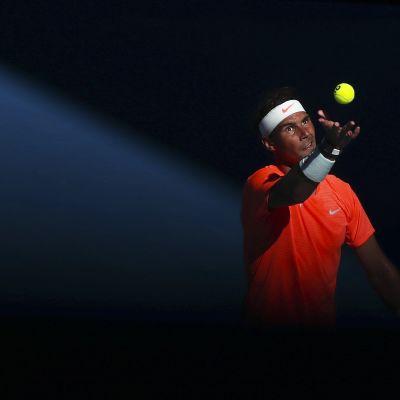 Rafael Nadal syöttää