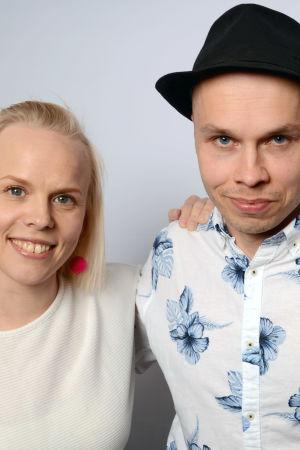 Aili Ikonen, Ilja Teppo ja Susanna Vainiola seisomassa