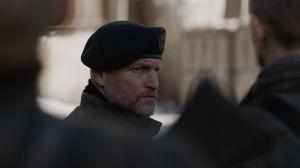 The Colonel (Woody Harrelson) i närbild.