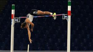 Armand Duplantis hoppar 615