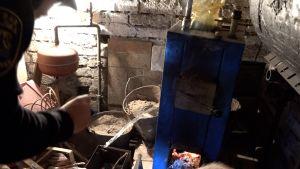 Polisen kollar vad som bränns i husets värmepanna.