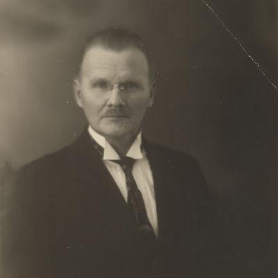 kirjailija, kansanedustaja Konrad Lehtimäki