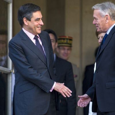 Avgående franske premiärministern Francois Fillon gav över till Jean-Marc Ayrault