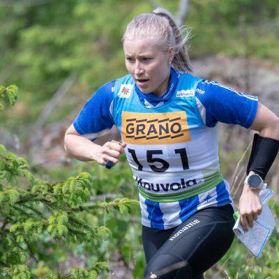 Maajoukkuesuunnistaja Anna Närhi muutti hiljattain takaisin Suomeen.