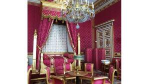 Napoleon III:n puolison, keisarinna Eugénien naisellinen buduaari Compiègnen keisarillisessa palatsissa, Ranskassa