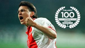 Jari Litmanen i Ajax, med logon för Finlands 100 största idrottsögonblick.