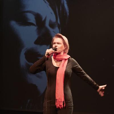 Arja Saijonmaa i Den hemliga stranden