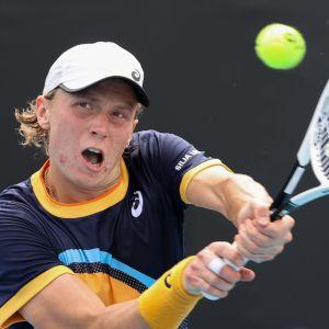 Emil Ruusuvuori spelar tennis i Australien.