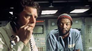 Burt Lancaster ja Paul Winfield elokuvassa Hyökkäys tukikohtaan