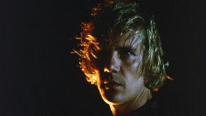 Viulisti Arto Arsi (Raimo Karppinen). Elokuvassa Da Capo.