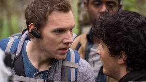 James (James Allen McCune) och Lane (Wes Robinson) stirrar på varandra.