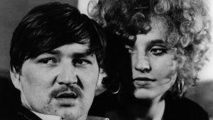 Hanna Schygulla ja Rainer Werner Fassbinder. Arkistokuva tv-dokumentista Olipa kerran... Maria Braunin avioliitto.