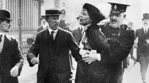 Emmeline Pankhurst arresteras