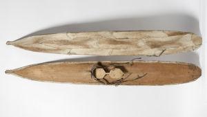 Kansallismuseosta vanhat karvapohjaiset puusukset