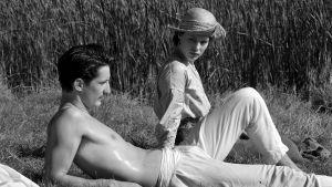 Anna och Adrien solar.