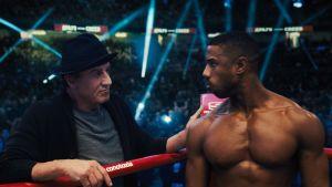 Sylvester Stallone stöder Michael B. Jordan i filmen Creed II.