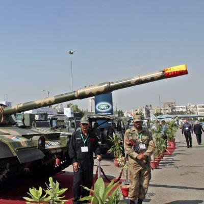 En pakistansk stridsvagn på en utställning i Karachi 2012.