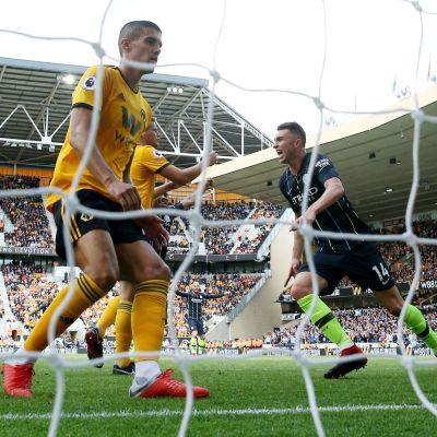 Manchester Cityn Aymeric Laporte juhlii kuvassa maaliaan.