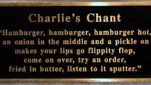 Skylt med hyllning till hamburgaren