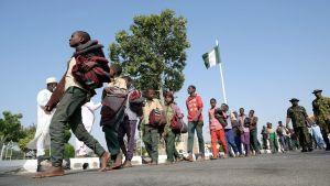 Skolpojkar återvänder efter att ha varit kidnappade i sex dagar. Kankara i delstaten Katsina i nordvästra Nigeria 18.12.2020