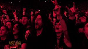 Yleisöä Black Sabbathin viimeisessä konsertissa