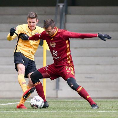 Ivan Ostojic kämpar om bollen