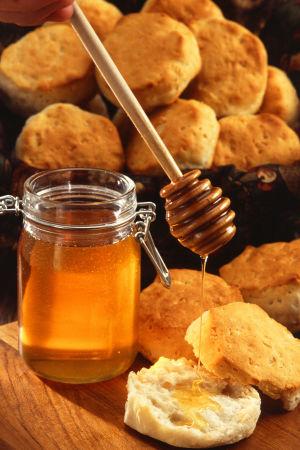 Hunajaa valutetaan sämpylöille