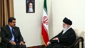 Venezuelas president Maduro överlägger med ayatollah Ali Khamenei om att höja oljepriset.