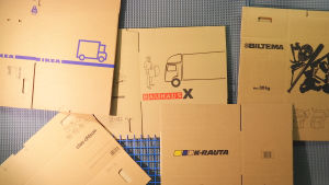 Clas Ohlsonin, Bauhausin, Ikean, Bilteman ja K-raudan muuttolaatikot.