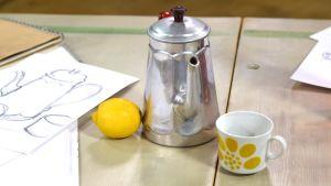 Kanna, citron och kopp