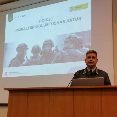 Porin Prikaatin apulaiskomentaja, harjoituksen johtaja eversti Riku Suikkanen