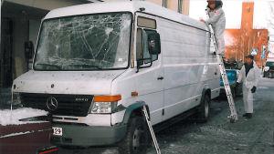 En bil fylld med varor som skulle levereras till ett apotek på Storgatan stod parkerad riktigt nära explosionsplatsen.