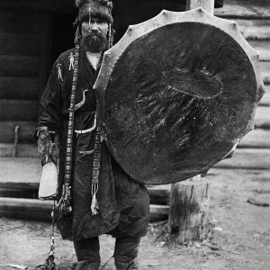 Schamanen Kotsjijader. Tym-floden 1912. Foto: Kai Donner, Museiverket.