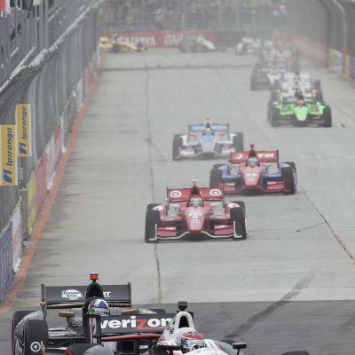IndyCar-autoja kisaamassa Sao Paulossa 2012.