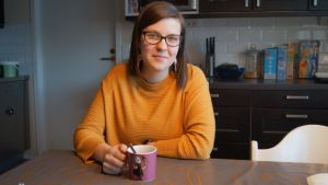 Victoria Lassander-Sandin säger att caféet är en plats där hon får utlopp för sina känslor som annars kan vara svåra att uttrycka.