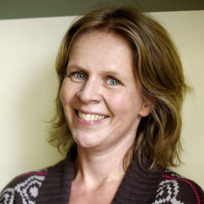 Anna-Lena Laurén i ylletröja.