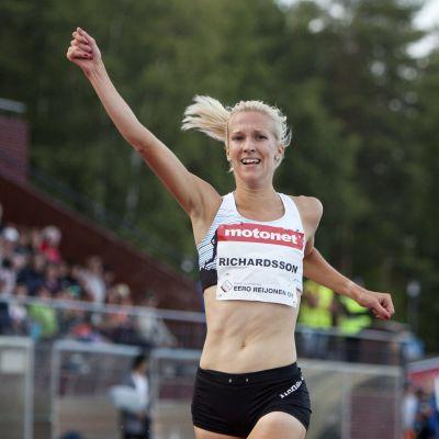 Camilla Richardsson firar.
