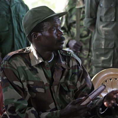 Joseph Koney (till vänster) och Vincent Otti (oik.) vierellään kuvattuna 12. marraskuuta 2006 Sudanissa den 12 november 2006 i Sudan.