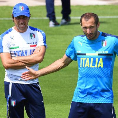 Tränaren Antonio Conte, mittbacken Giorgio Chiellini och resten av Italien är redo för Tyskland.