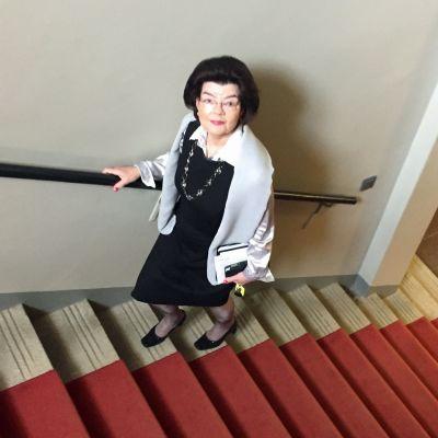 Anneli Korhonen on ohjannut lukuisia valtioviereita Oulun kaupungintalon yläkerran juhlasaliin.