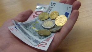 Eurosedlar och mynt.