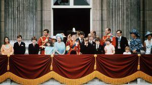 Kungafamiljen utanför Buckingham Palace 1975.