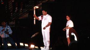Ali diagnostiserades med Parkinsons sjukdom kort efter karriären, men klarade ändå av att tända OS-facklan i Atlanta år 1996.