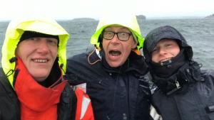 3 personer på havet