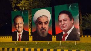 Irans premiärminister Rohani i mitten, bodde på vårt hotell, förorsakade halvtimmeslång väntan i bilen