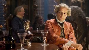 """Skådespelaren Andrew Gower som spelar """"Bonnie Prince Charlie"""" i tv-serien Outlander. Tv-serien har också visats på Yle Arenan."""