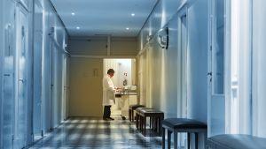 Sjukhuskorridor.